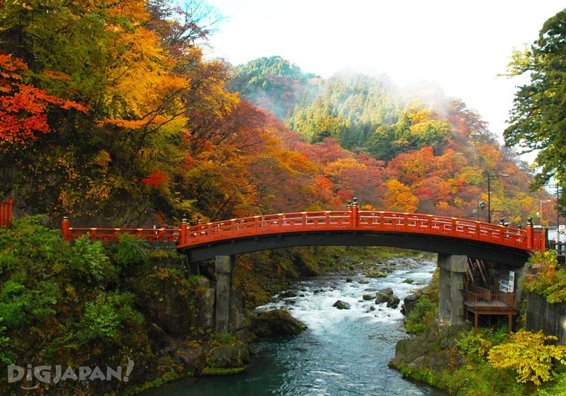 สะพานแดง Nikko Futarasan Jinja shinkyo