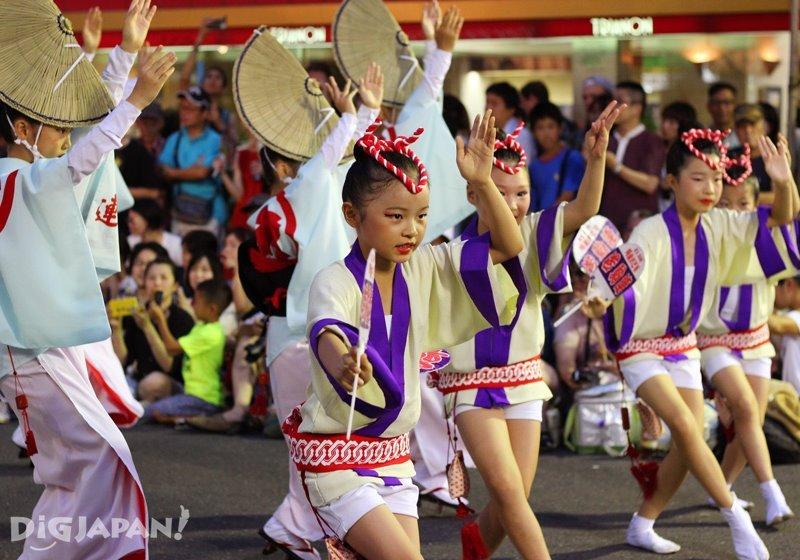 Young Japanese dancers - Tokyo Koenji Awa Odori 2017