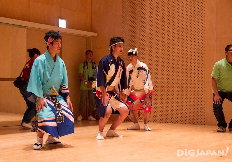 Breathe Tokyo Awa Odori dancing experience - Tokyo Koenji Awa Odori 2017