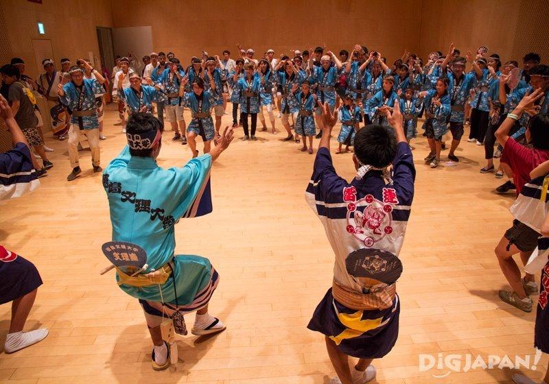 Learning Awa Odori dance - Tokyo Koenji Awa Odori 2017