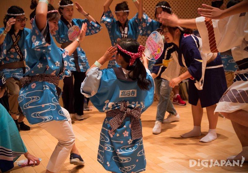 Practising Awa Odori dance - Tokyo Koenji Awa Odori 2017