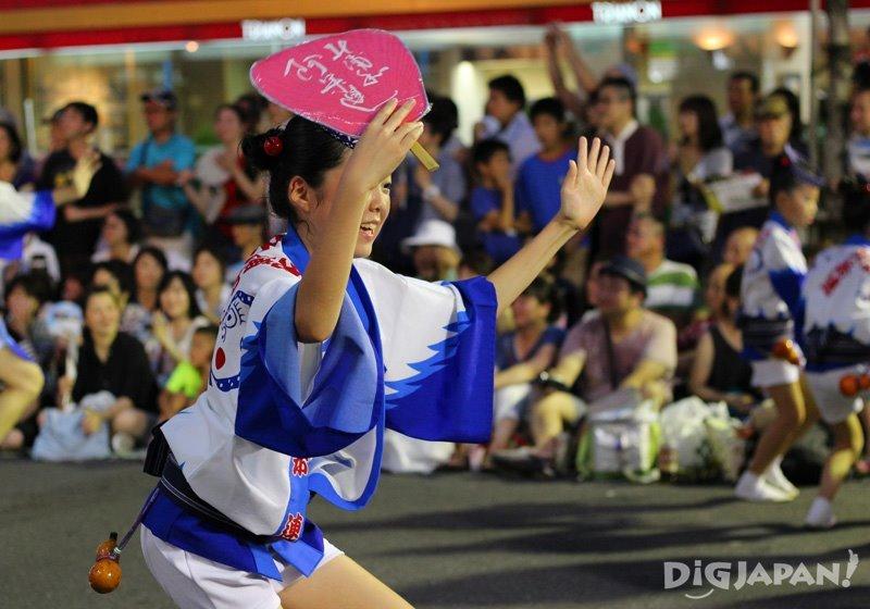 Japanese girl dancing with uchiwa fan- Tokyo Koenji Awa Odori 2017