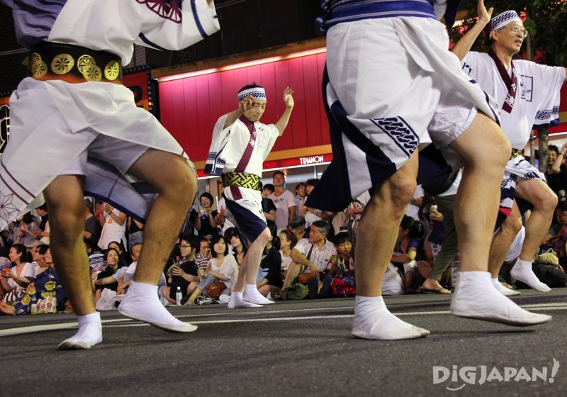 Japanese dancers wearing tabi - Tokyo Koenji Awa Odori 2017