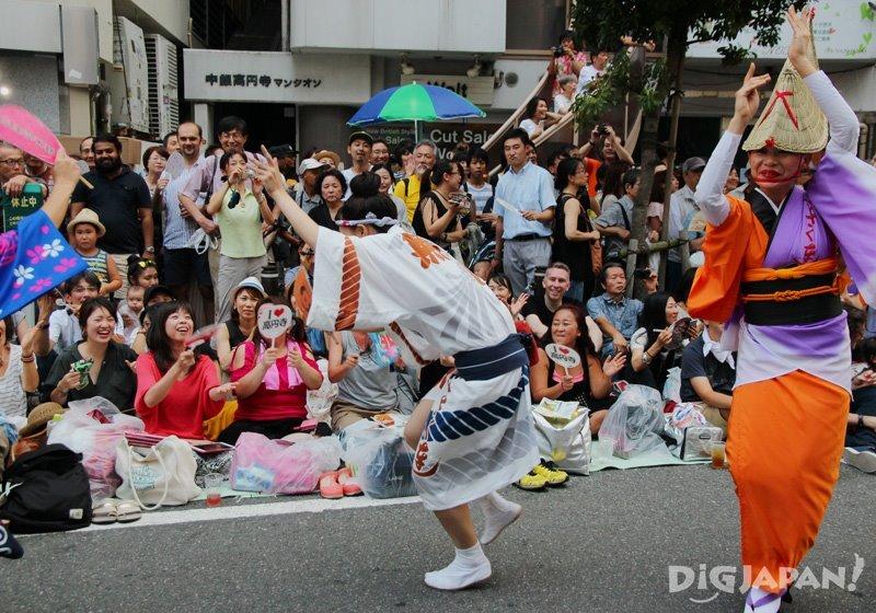 Crazy Japanese dancers - Tokyo Koenji Awa Odori festival
