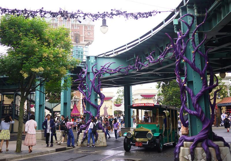 紫色荊棘裝飾今年首次登場