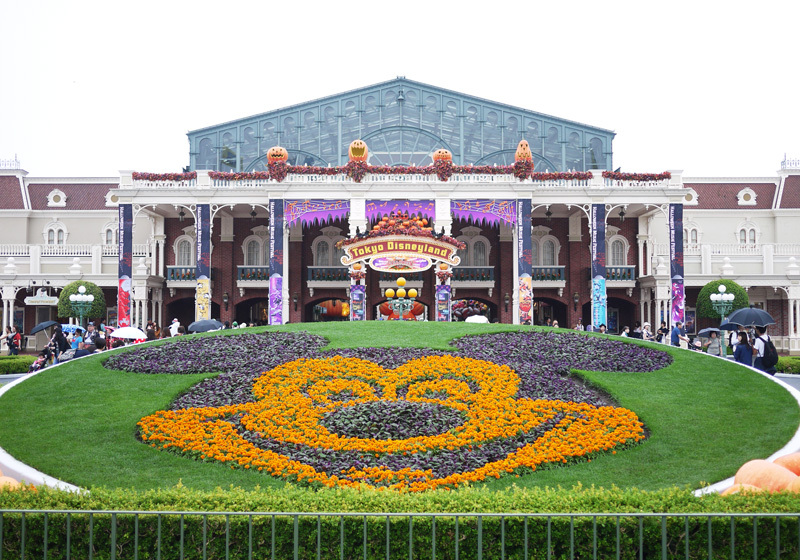 ワールドバザール入口はかわいいハロウィーン装飾でいっぱい