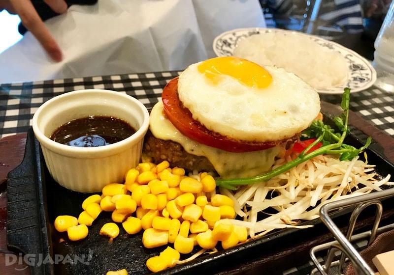M size的汉堡排+番茄起士荷包蛋+A套餐