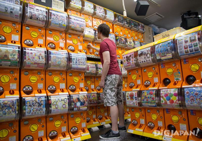 Akihabara Gachapon Kaikan - Capsule toy machines Japan