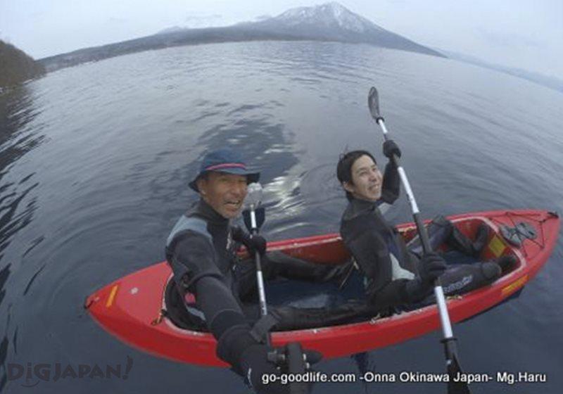 支笏湖でクリアカヤックツアー