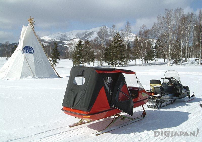 การเล่นสเลทบนลานหิมะ