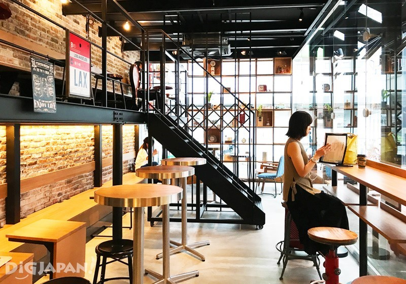 AWESOME STORE & CAFE店內1