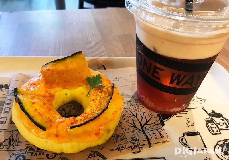 柚子味噌佐南瓜起士口味的貝果與特別飲料OUT CIDER