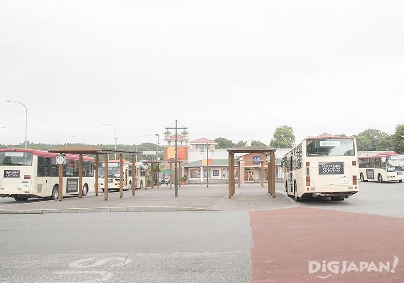 御殿場プレミアム・アウトレットロータリーから各地へのバスが出発