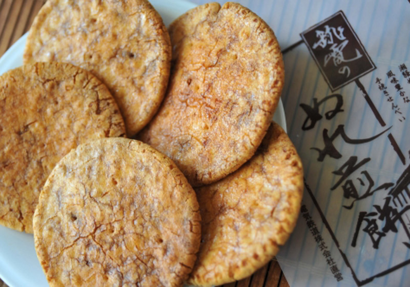 Try your hand at roasting Nure Rice Crackers by Inubo Station