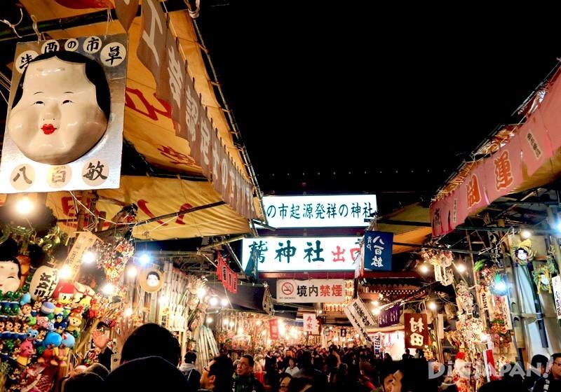 热闹的酉之市每年都吸引众多人慕名而来