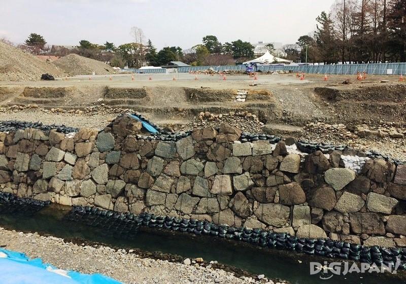駿府城跡天守台発掘調査現場の風景