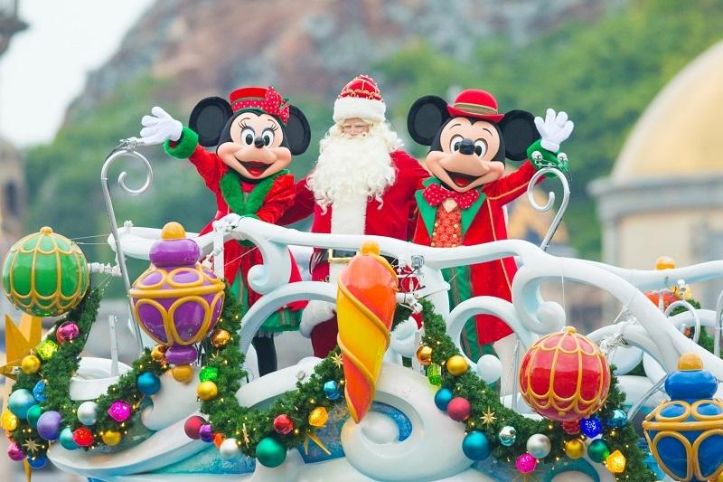 มิกกี้เม้าส์ มินนี่เม้าส์และซานตาครอส