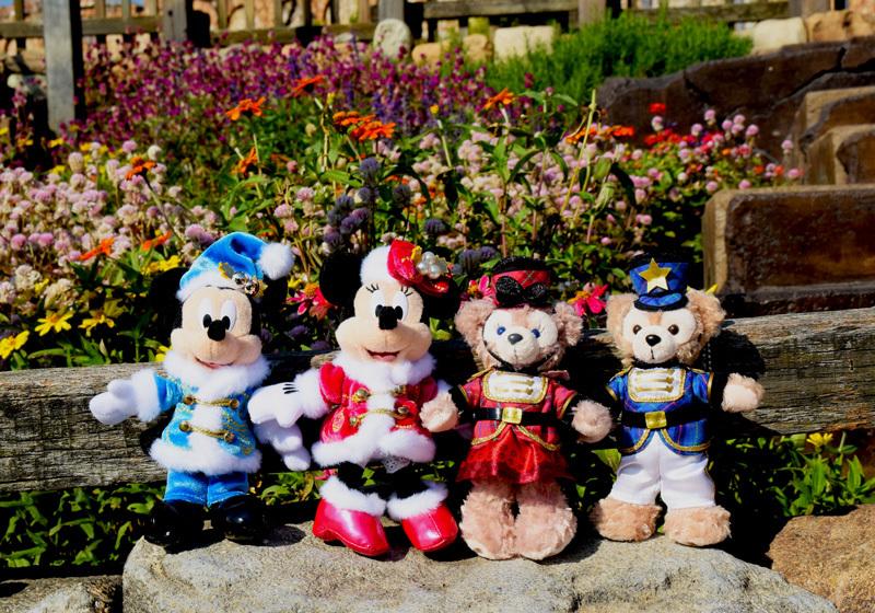ตุ๊กตามิกกี้และมินนี่เม้าส์รุ่นลิมิเต็ด ที่โตเกียวดิสนีย์ซี 1 ตัว 1,700 เยน ดิฟฟี่และเชอร์รี่เมย์ 1 ตัว 2,000 เยน