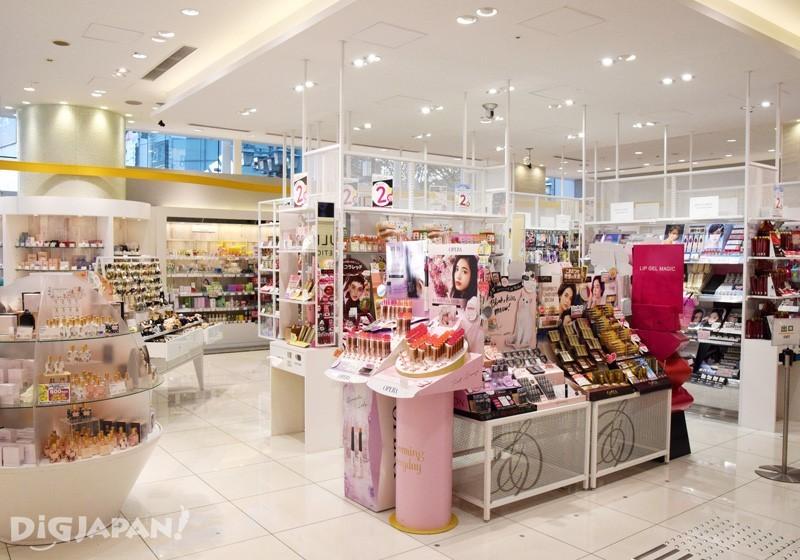 AINZ&TULPE新宿東口店1階