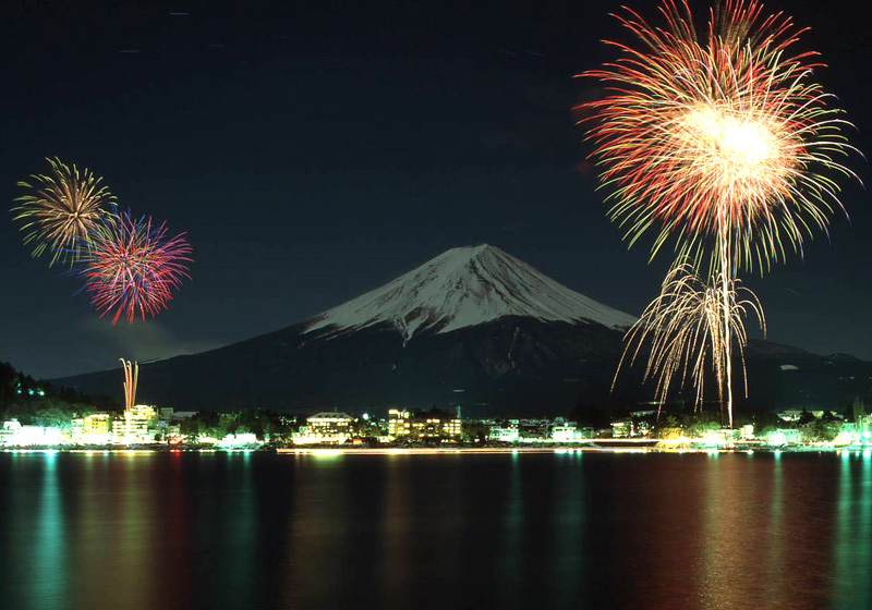 ดอกไม้ไฟบริเวณทะเลสาบคาวากุจิโกะ2