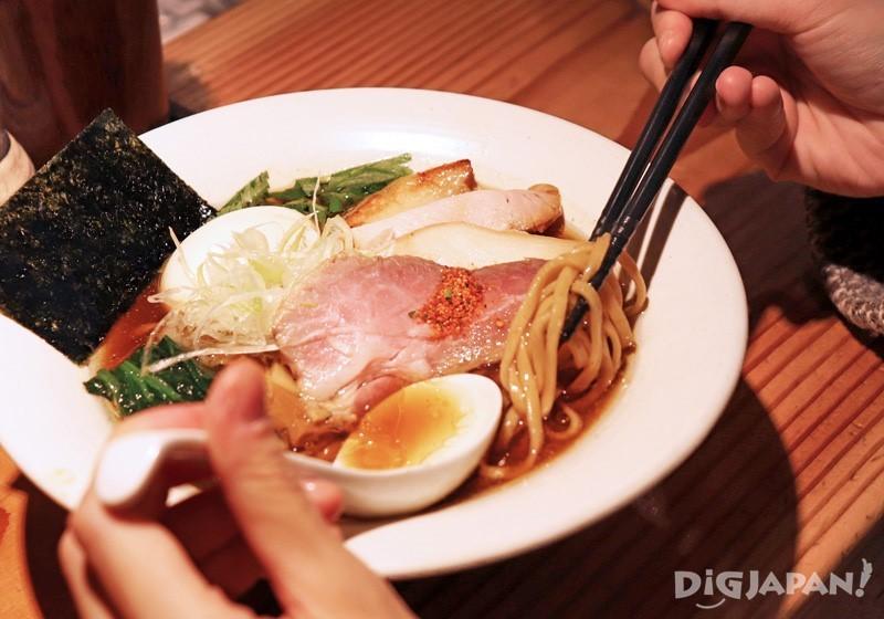 蕎麦のように食べ応えのある麺もスープによく合います