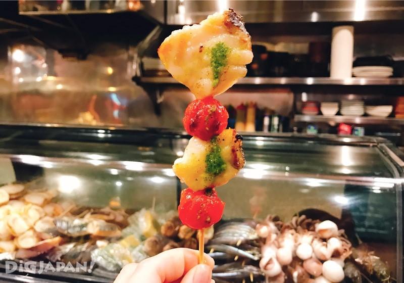 海鲜鱼肉搭配新鲜蔬果