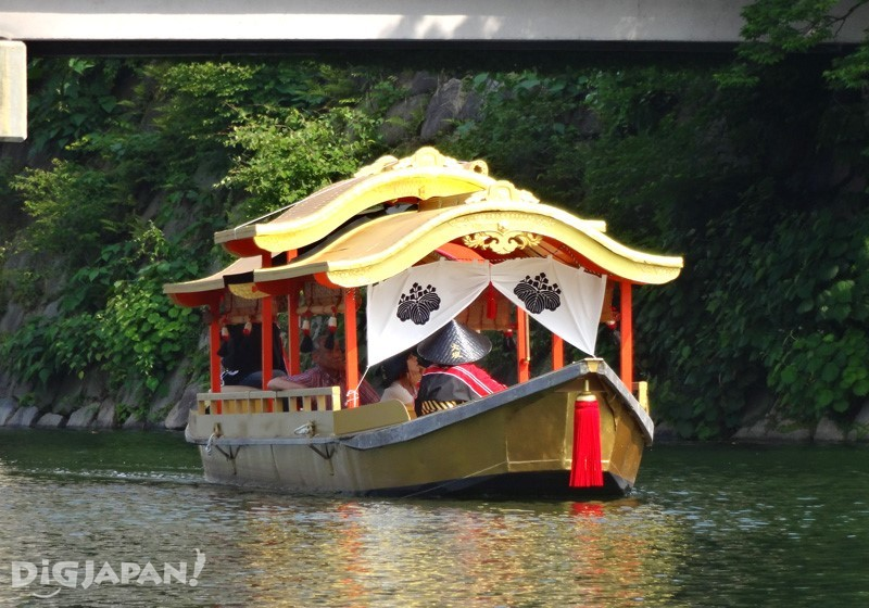 Osaka Castle Gozabune Cruise - the beautiful golden boat