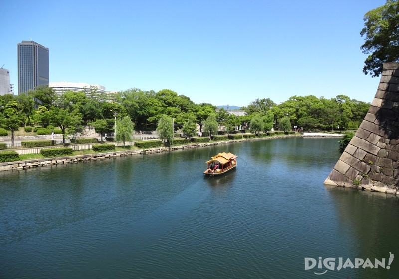 Osaka Castle Gozabune Cruise - cruising by the stone wall