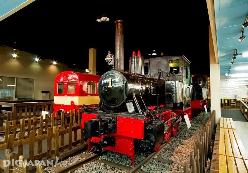 「プラザロコ」古い機関車や客車の展示