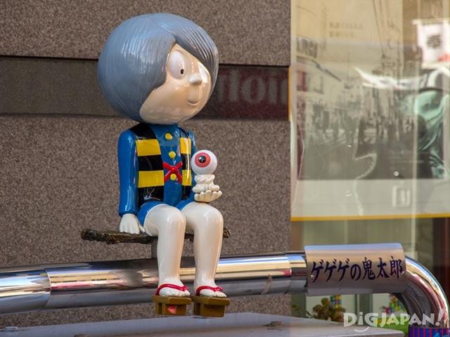 主街上到处都能看到鬼太郎和其他角色