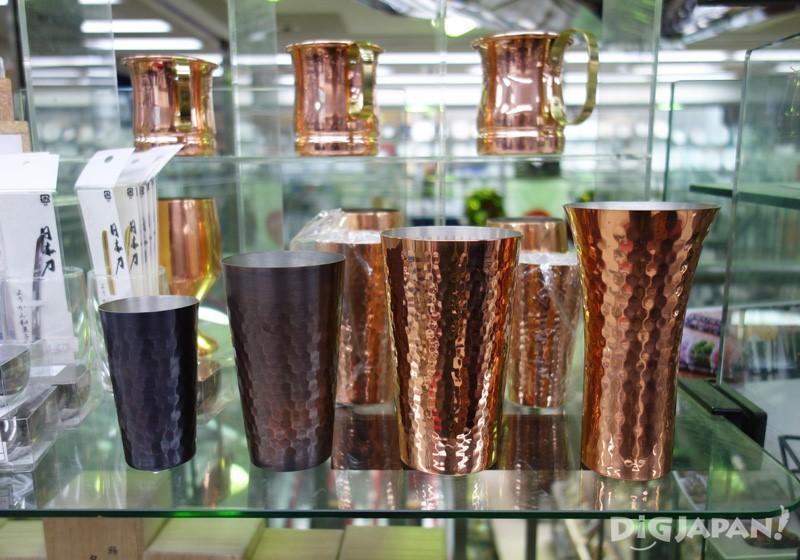 แก้วมัคที่ทำจากทองแดง ช่วยเก็บรักษาความเย็นและด้านเชื้อแบคทีเรียได้ดี ราคาตั้งแต่ 1890 เยน