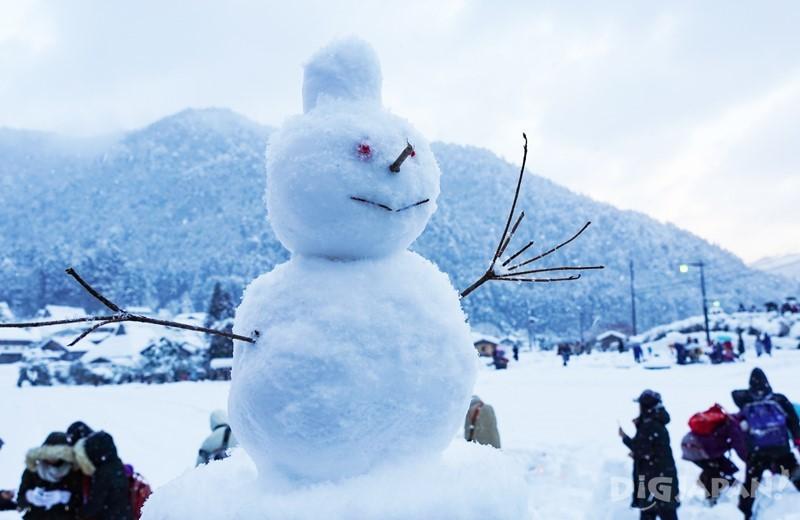 美山町雪燈籠雪人