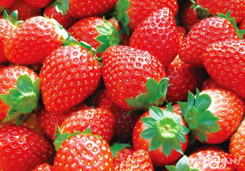 草莓汁瞬間在口中蔓延開來