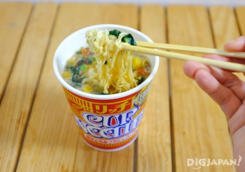 CUP NOODLE RICH 高級魚翅湯口味完成