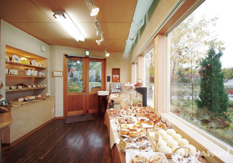 Azumino is to eat and compare the bread of its many bakeries