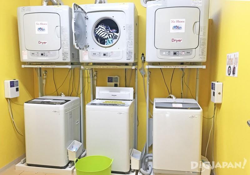 本馆二楼的洗衣机与烘干机