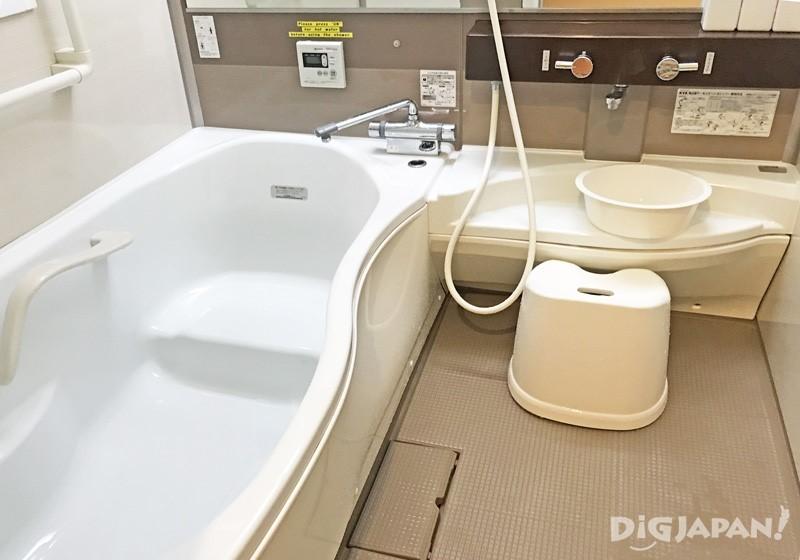 本馆二楼的浴室