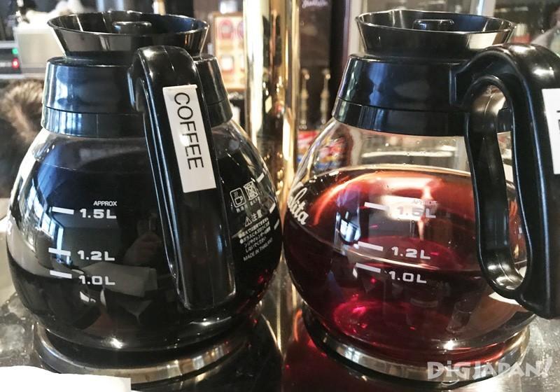 ดื่มได้ไม่อั้นทั้งกาแฟและน้ำผลไม้