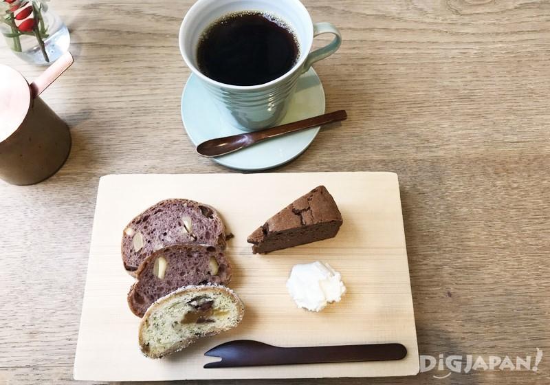 HANAKAGO麵包拼盤與開化堂招牌咖啡