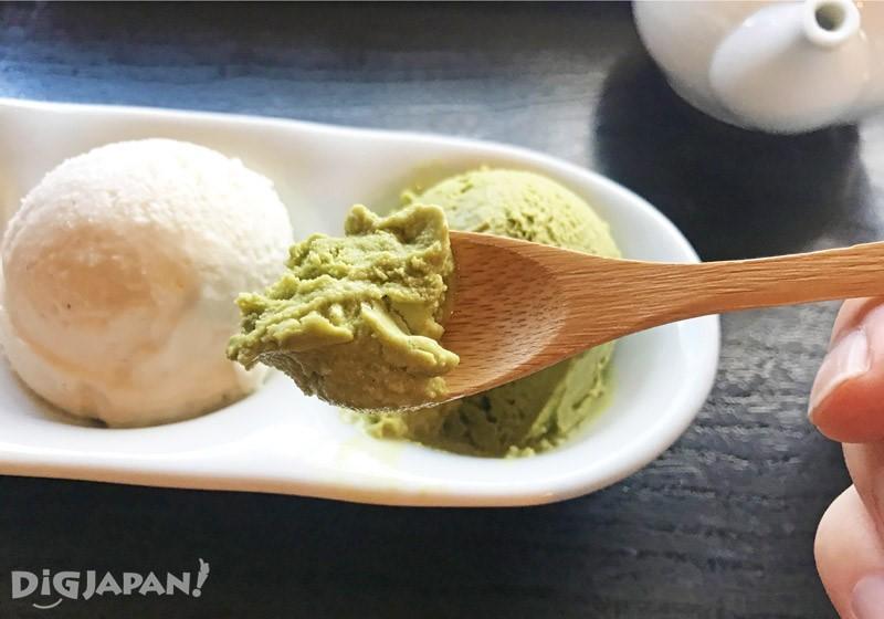 黄豆粉抹茶冰淇淋的组合