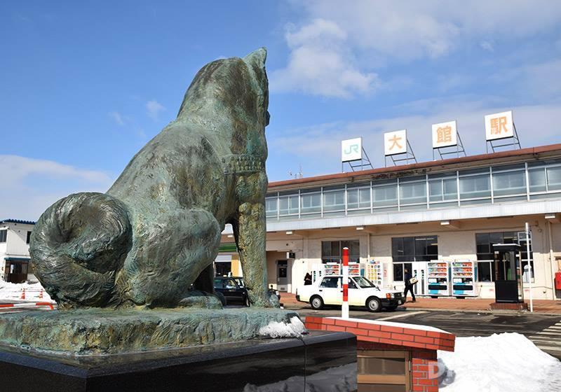 秋田犬互動處旁邊JR大館站的前面