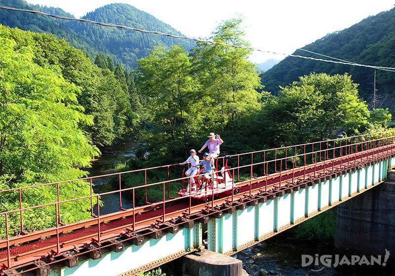 線路上體驗軌道自行車「大館・小坂鐵道自行車」