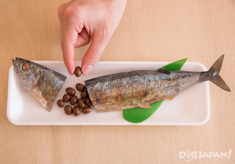 打開魚身後是巧克力球