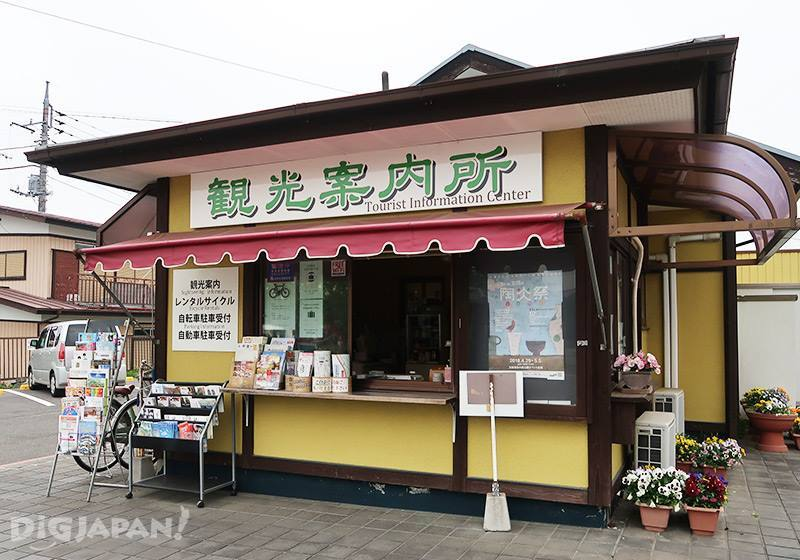 笠間駅前の観光案内所でレンタサイクル