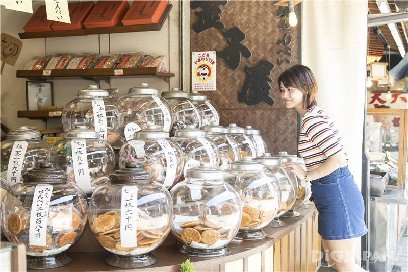 Pick your favorite senbei (Kanekoya)