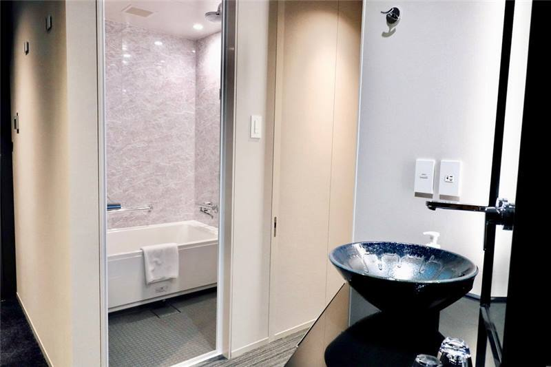 乾濕分離的衛浴設備,也有免治馬桶喔