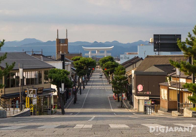 Shinmon-dori street in front of Izumo Taisha