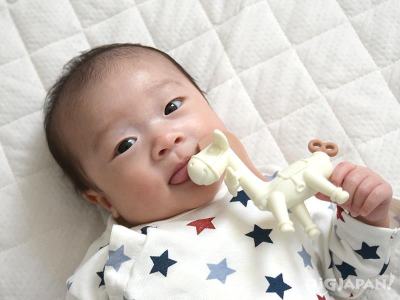 在寶寶離乳時期,給予嘴唇及牙齦刺激