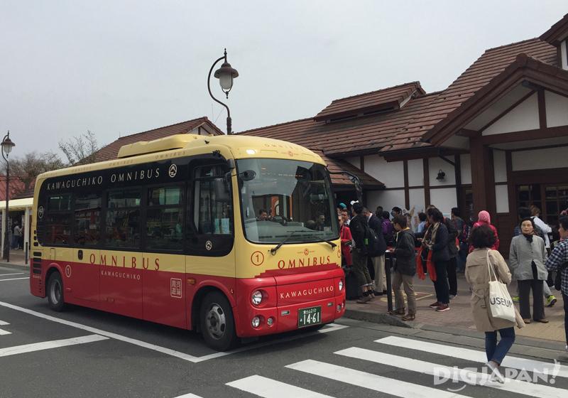 Red line bus at Kawaguchiko Station