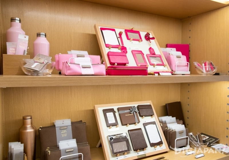 """We loved the""""Itoya Color Chart series"""" (items from 700 yen), with their smart matching sets."""